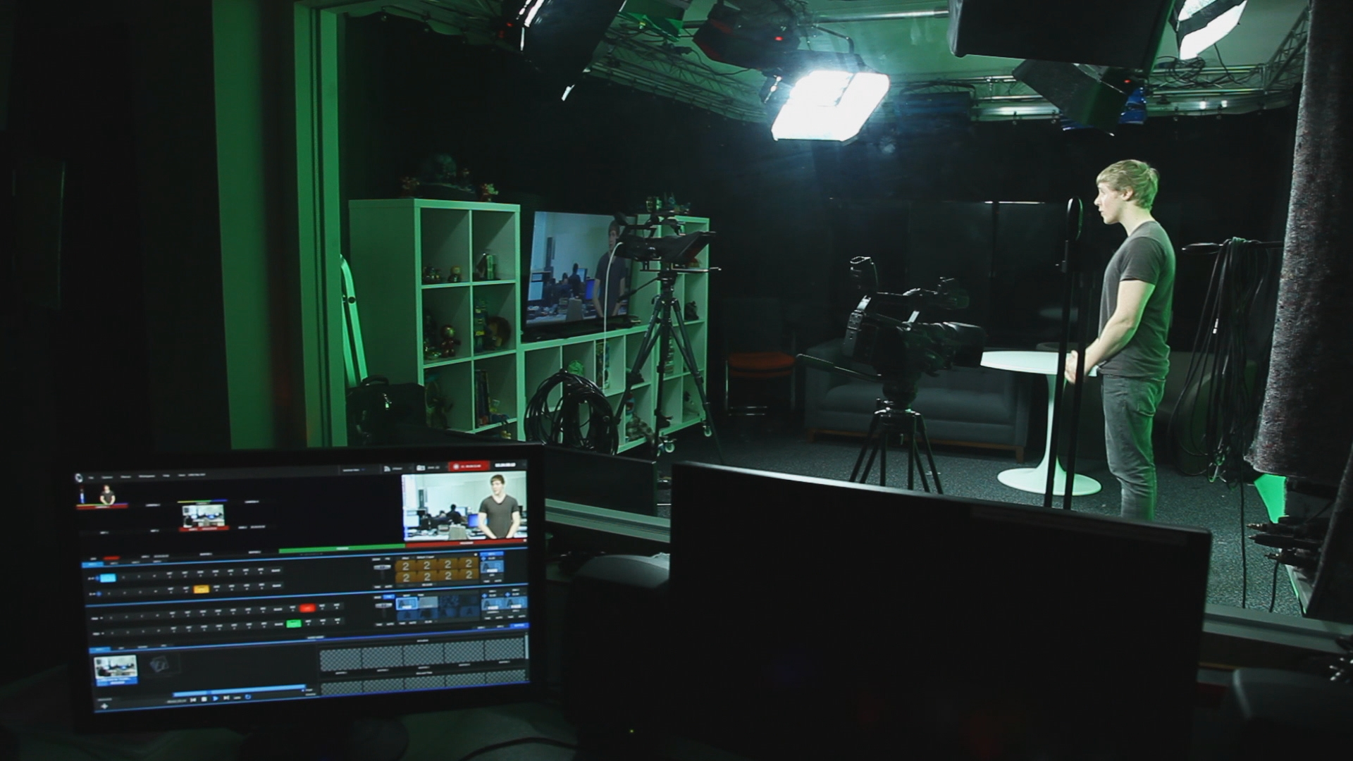 NEWTEK IGN STILL 28